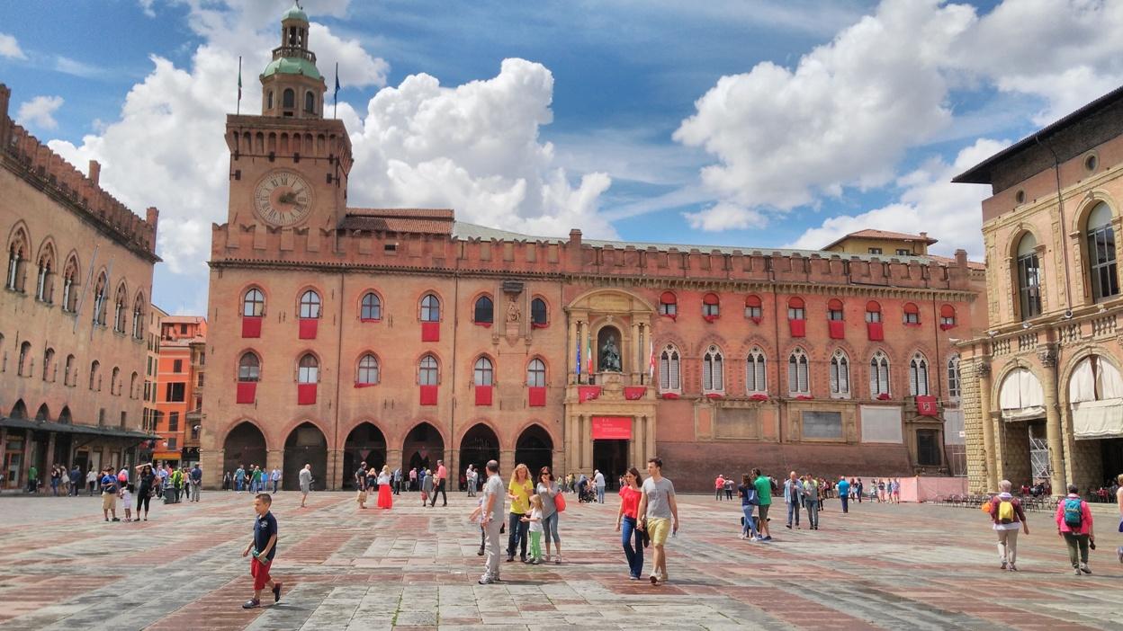 pubtourist_bologna_main_square