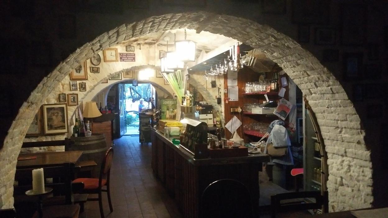 pubtourist_papucs_pécs_from,_inside