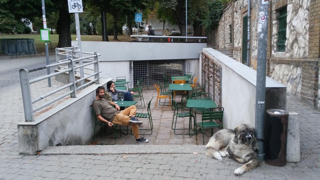 pubtourist_papucs_pécs_terrace