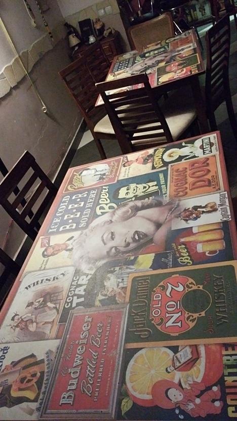 pubtourist_kaosz_table