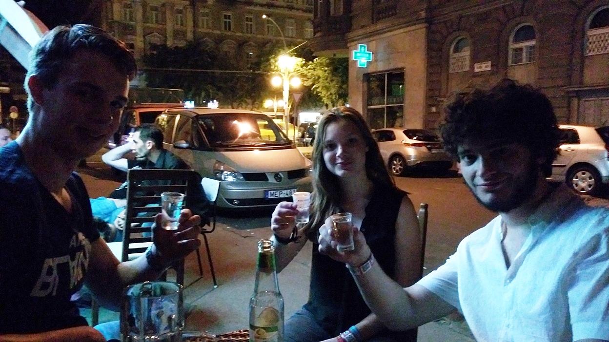 pubtourist_kaosz_foreign_guests