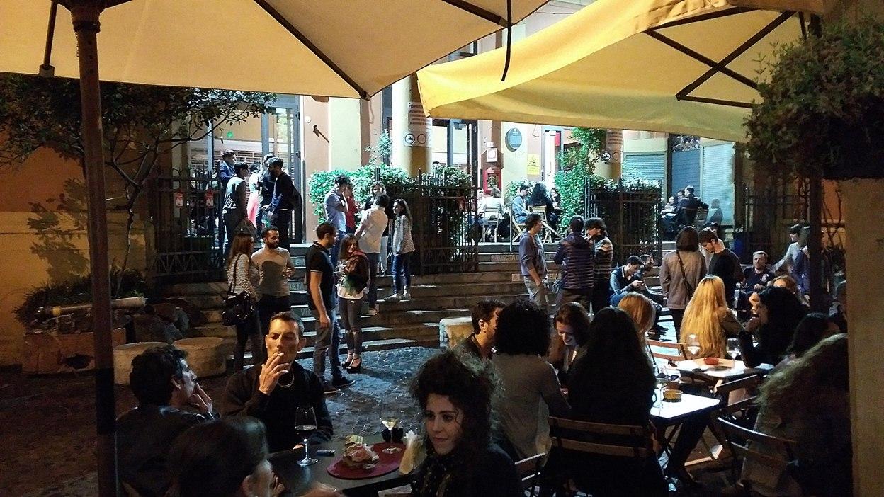 pubtourist_bologna_via_belvedere_at_night