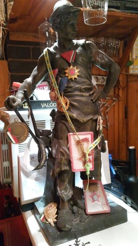 pubtourist_korona_figurine