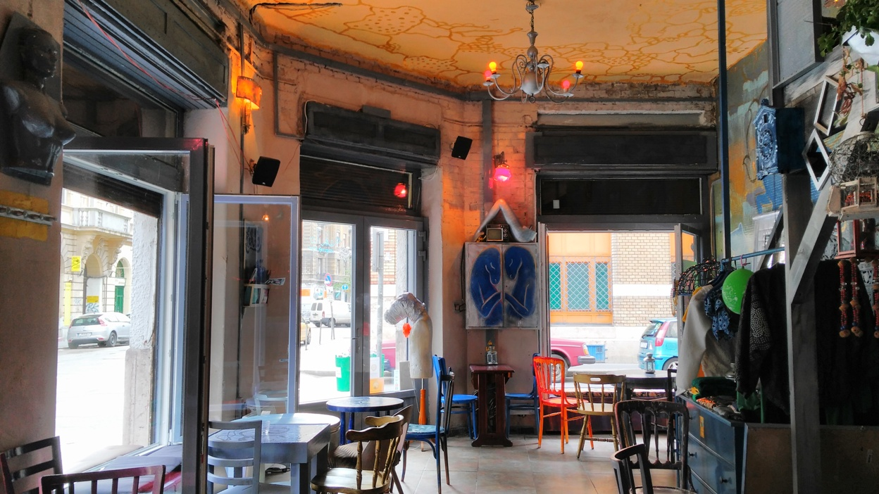 The Kék Ló Pub, Budapest from inside - Pubtourist