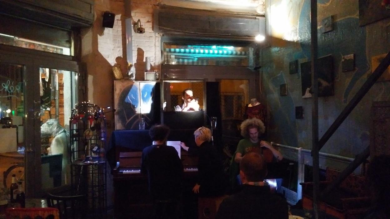 Finger Puppet Opera with Sickretman in Kék Ló Pub, Budapest - Pubtourist