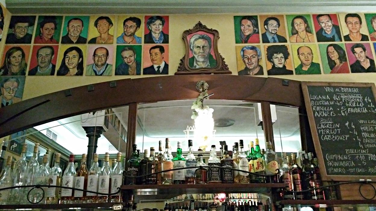 Paulo Roversi and his models in Bar Mercato, Bologna - Pubtourist
