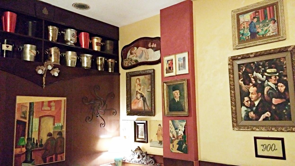 The inner room of Bar Mercato in Bologna - Pubtourist