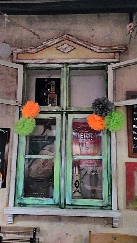 Vintage fake windows in Megálló, Budapest - Pubtourist