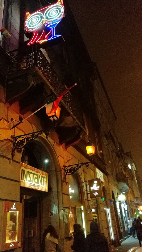 The entrance of the Nagymező utca Istant, Budapest - Pubtourist