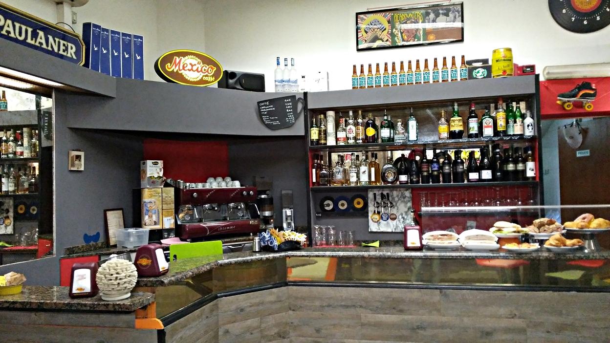 Green bar in Mercato delle Erbe, Bologna - Pubtourist