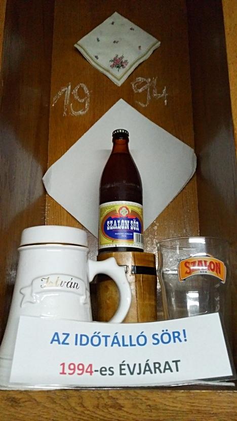 A Szalon sör (beer) bottle of 1994 in István Pince, Pécs - Pubtourist