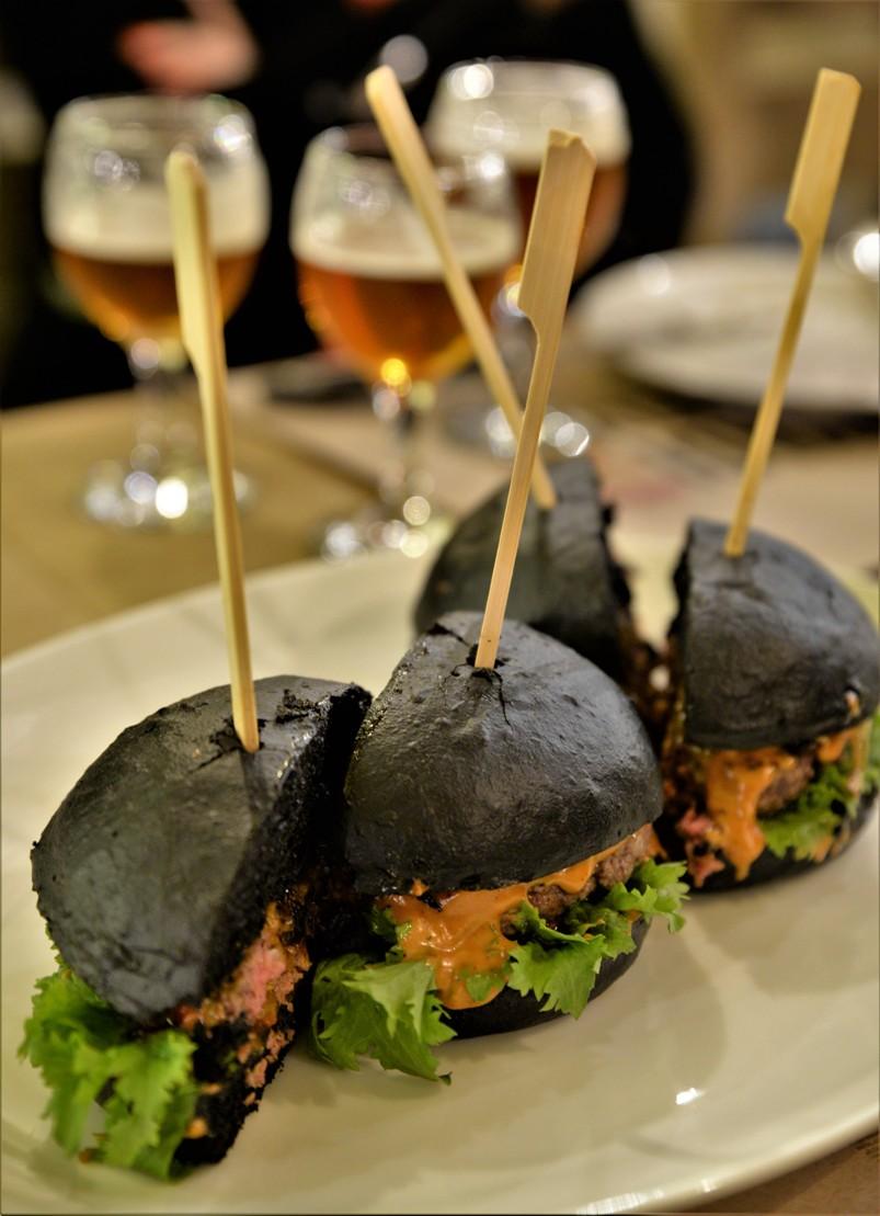 Black burgers in Hunyadi Gasztroműhely and BBQ, Budapest - Pubtourist